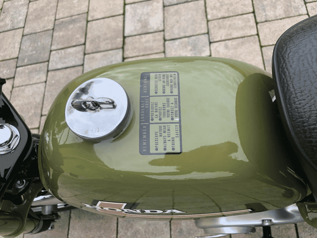 Honda Monkey 1976 in perfect conditon - tank detail