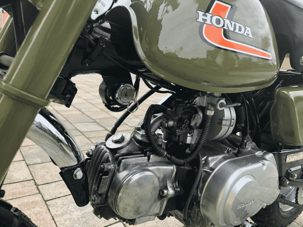 Honda Monkey 1976 in perfect conditon - engine detail